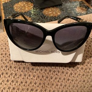 MICHAEL KORS CAT EYE SUNNIES
